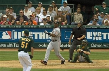Barry Bonds 714th Home Run Photo