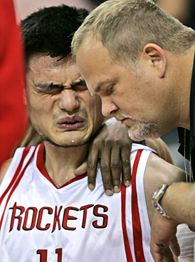 PHOTO Yao Ming Breaks Leg