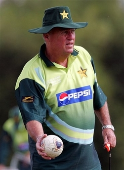 Bob Woolmer Photo Pakistan cricket coach Bob Woolmer is seen during practice at the National Cricket Center in Couva, Trinidad, in this March 8, 2007 file photo. Investigators said Thursday, March 22, 2007, they have called in a U.S. pathologist to help determine what killed Pakistan's cricket coach a day after his team lost a crucial World Cup match, while media reports suggested he was strangled in his hotel room. Police have called the death of coach Bob Woolmer 'suspicious,' but have stopped short of saying it was being investigated as a homicide. (AP Photo/Themba Hadebe, file