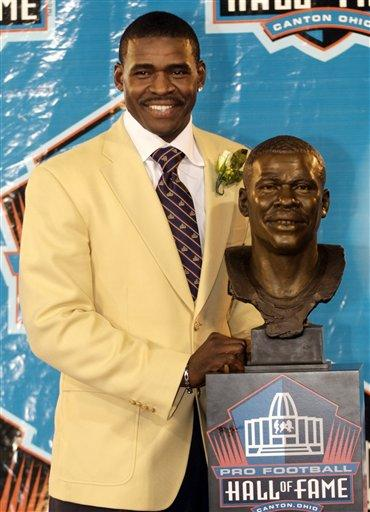 Michael Irvin Hall of Fame Induction Photo Michael Irvin stands with his bust at the Pro Football Hall of Fame, Saturday, Aug. 4, 2007, in Canton, Ohio. (AP Photo/Phil Long)