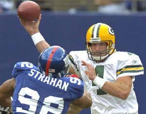 AP  	 Packers quarterback Brett Favre and Giants defensive lineman Michael Strahan had strong final seasons in 2007.